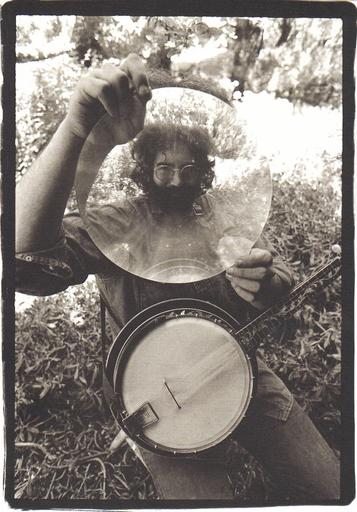 http://www.rowjimmy.com/wp-content/uploads/2010/08/garcia_banjo.jpg